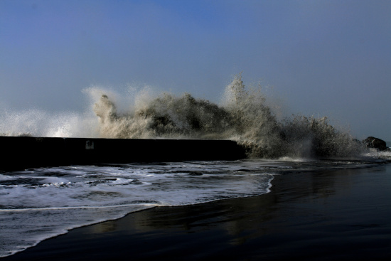 North Jetty in Eureka this morning. (Photo by John W. DeLodder.)